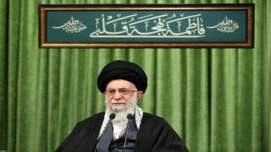 تصویر از رهبر معظم انقلاب: دشمنان در مقابله با جمهوری اسلامی هیچ غلطی نمیتوانند بکنند