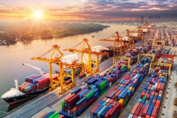 مالیات بر واردات؛ تعرفه گمرکی و تنظیم تراز تجاری کشور