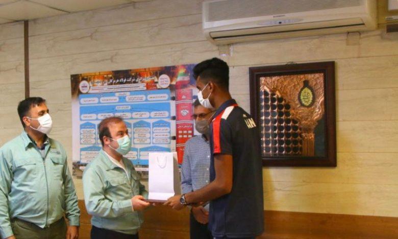 تجليل از ابوالحسن خاکی زاده پدیده و شگفتی ساز هرمزگانی مسابقات واليبال ساحلی ٢٠٢١ آسيا